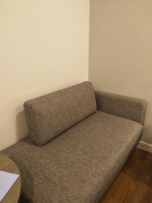 一张沙发床也可睡人