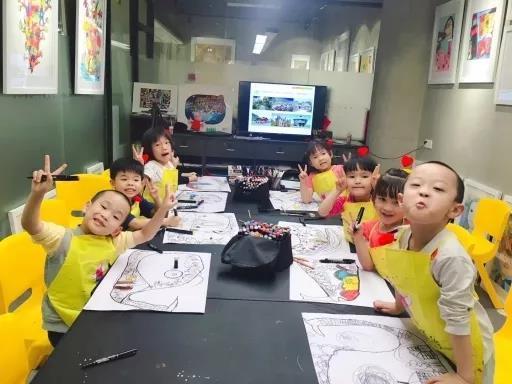 书法低龄段的孩子,1至3级可举手让监考老师帮忙叠格子,自带宣纸的尺寸