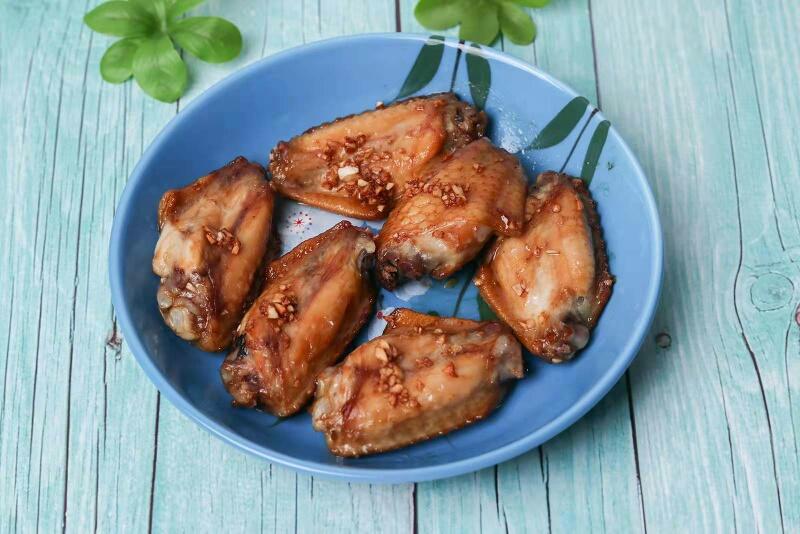 超简单的蒜香烤鸡翅,懒人做法也好吃