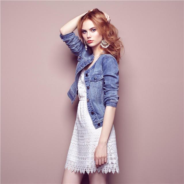 女性,女人,牛仔衣,半身照,时尚.jpg