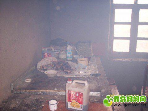 学校食堂里的灶间.jpg