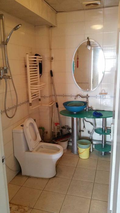 厕所,比较小