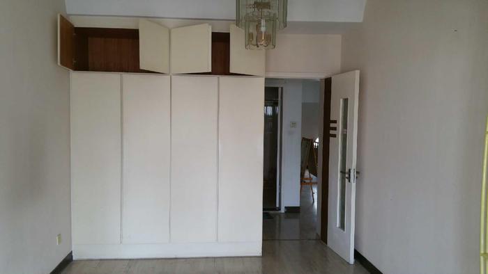 二楼主卧的衣柜,也保留柜体换柜门