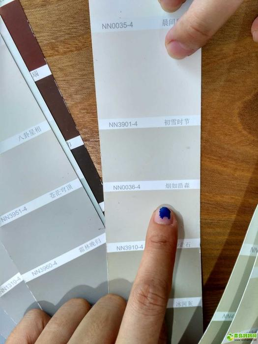 色号简直太多,眼花缭乱,有设计师把关,一切就简单了,客厅选的这个烟如浩渺。 ... ... ... ... ... ... . ...