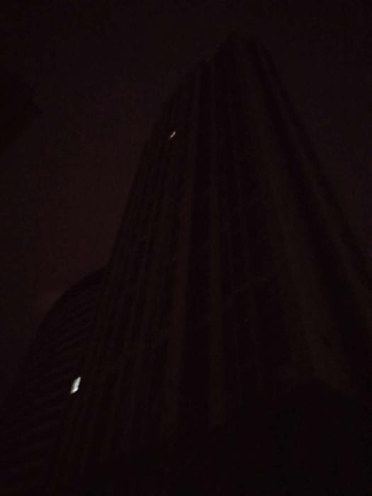 黑灯.jpg