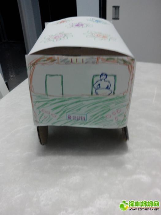 【跟琳妈一起做手工第4期】小纸箱变身公共汽车 .