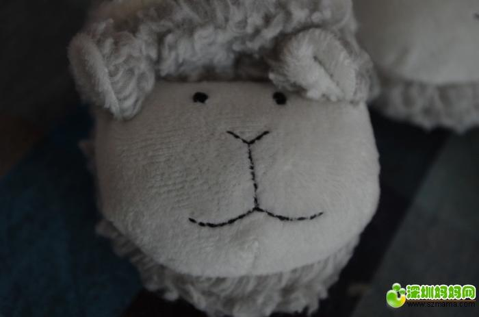 从来没见过这幺小这么可爱的小宝宝鞋超有设计感的小羊做工是超级的棒