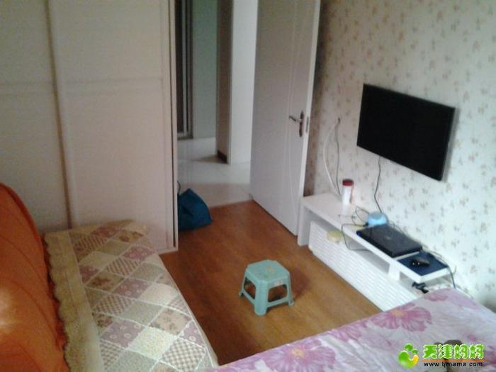 沙发离电视距离很短了。不到2米了