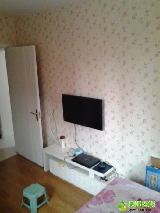 三星32寸超薄电视和超小电视柜