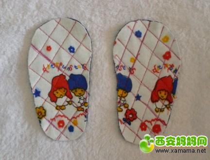 漂亮的宝宝软底小凉鞋详细的制作方法
