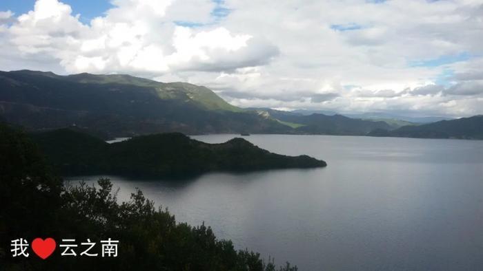 泸沽湖的鳄鱼岛