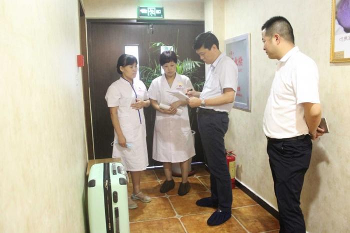 王宏组长询问母婴专护师产后康复护理相关知识.JPG