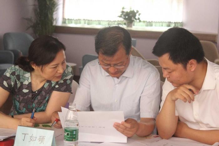 专家组进行机构管理资质审查.JPG