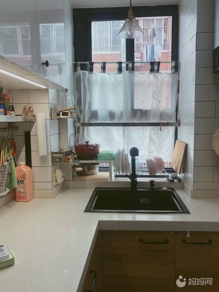 厨房窗台.jpg